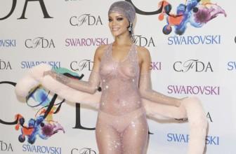 Rihanna se met à nu ! robe transparente sexy